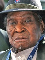 Honeyboy Edwards (1915-2011).jpg